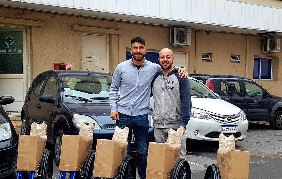 Donación de sillas de ruedas al Lanari
